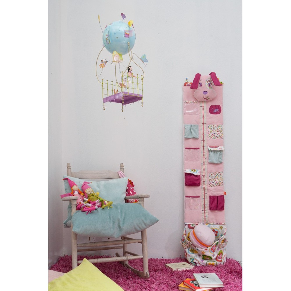 schlumpeter la petite fille au lit volant de l oiseau. Black Bedroom Furniture Sets. Home Design Ideas